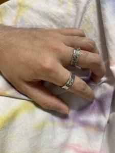 alt=メンズ 指輪 複数付け